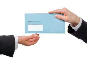 Briefübergabe